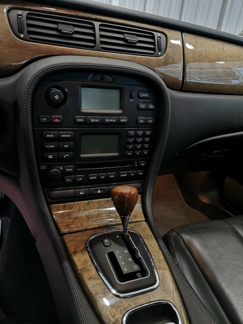 Photo 10 de l'offre de JAGUAR S-TYPE 3.0 V6 CLASSIQUE BA à 7990€ chez Auto VEC
