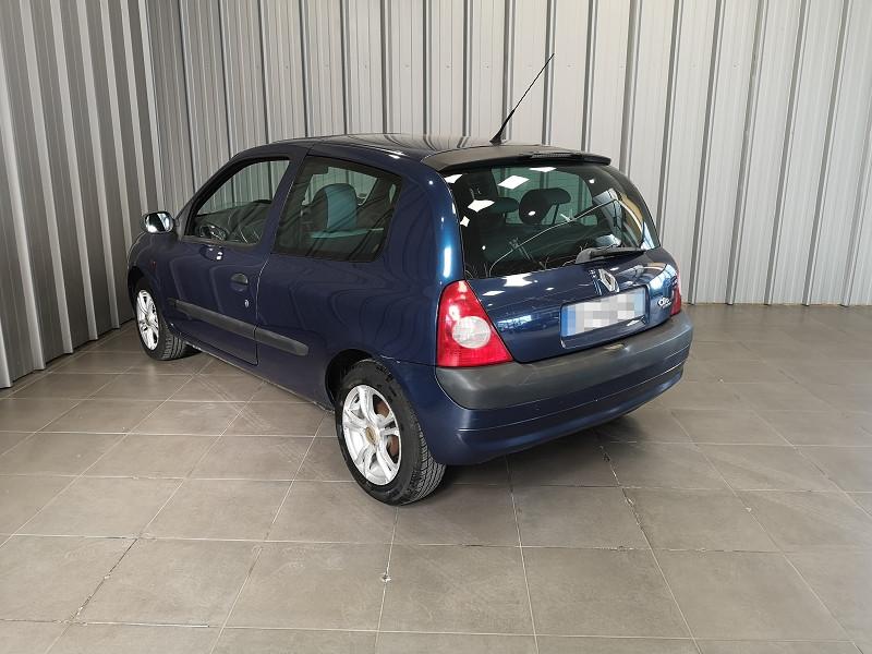 Photo 6 de l'offre de RENAULT CLIO II 1.2 16V 75CH AUTHENTIQUE 3P à 3490€ chez Auto VEC