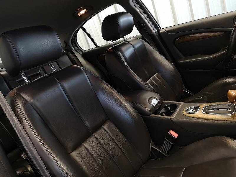 Photo 11 de l'offre de JAGUAR S-TYPE 3.0 V6 CLASSIQUE BA à 7990€ chez Auto VEC