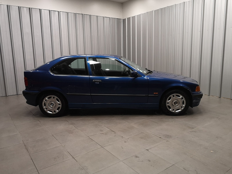 Photo 4 de l'offre de BMW SERIE 3 COMPACT (E36) 316IA 105CH à 5490€ chez Auto VEC