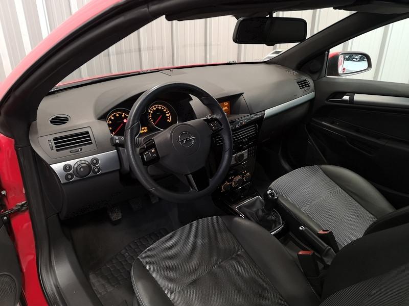Photo 10 de l'offre de OPEL ASTRA TWINTOP 1.6 TURBO COSMO à 6490€ chez Auto VEC
