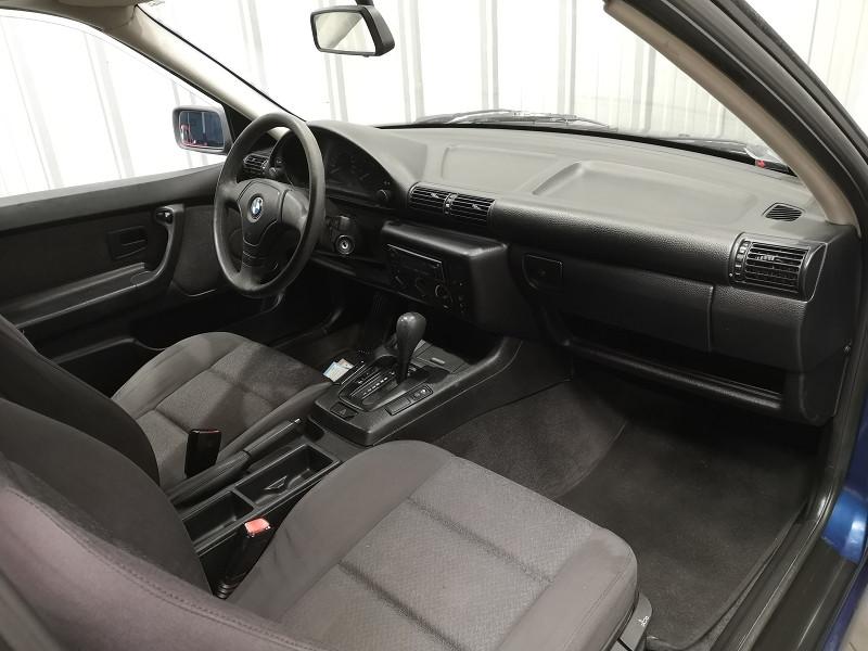 Photo 8 de l'offre de BMW SERIE 3 COMPACT (E36) 316IA 105CH à 5490€ chez Auto VEC