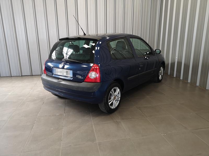 Photo 5 de l'offre de RENAULT CLIO II 1.2 16V 75CH AUTHENTIQUE 3P à 3490€ chez Auto VEC
