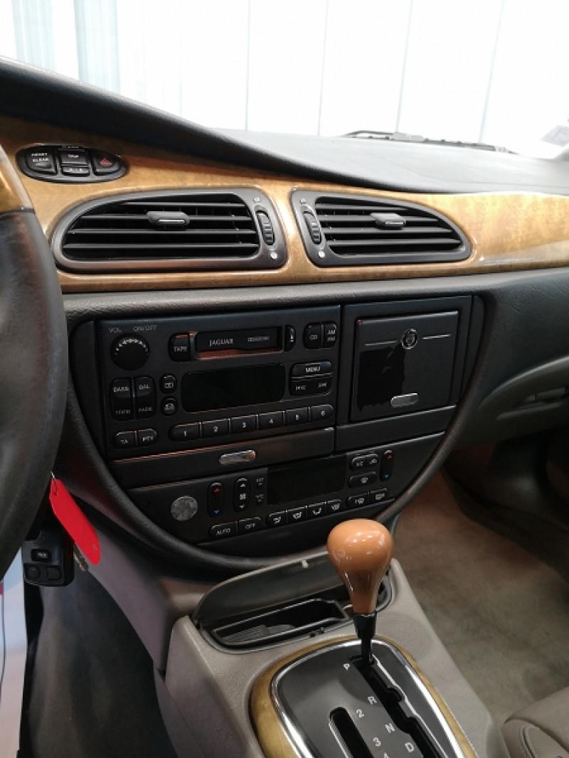 Photo 9 de l'offre de JAGUAR S-TYPE 3.0 V6 PACK BA à 3990€ chez Auto VEC