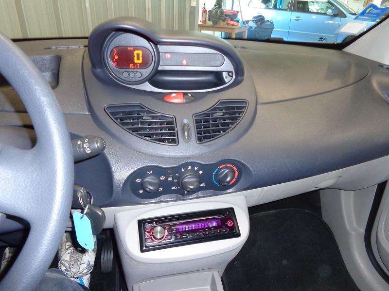 Photo 17 de l'offre de RENAULT TWINGO 1.2 LEV 16V 75CH AUTHENTIQUE à 4990€ chez Auto VEC