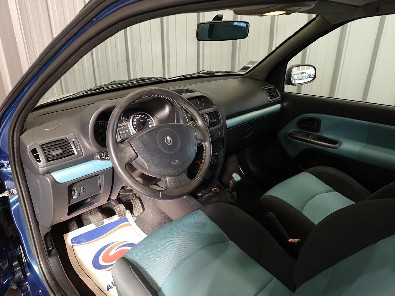 Photo 7 de l'offre de RENAULT CLIO II 1.2 16V 75CH AUTHENTIQUE 3P à 3490€ chez Auto VEC