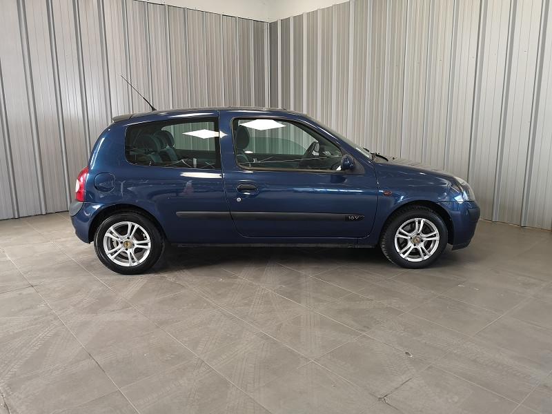 Photo 4 de l'offre de RENAULT CLIO II 1.2 16V 75CH AUTHENTIQUE 3P à 3490€ chez Auto VEC