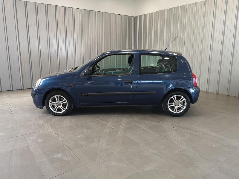 Photo 3 de l'offre de RENAULT CLIO II 1.2 16V 75CH AUTHENTIQUE 3P à 3490€ chez Auto VEC