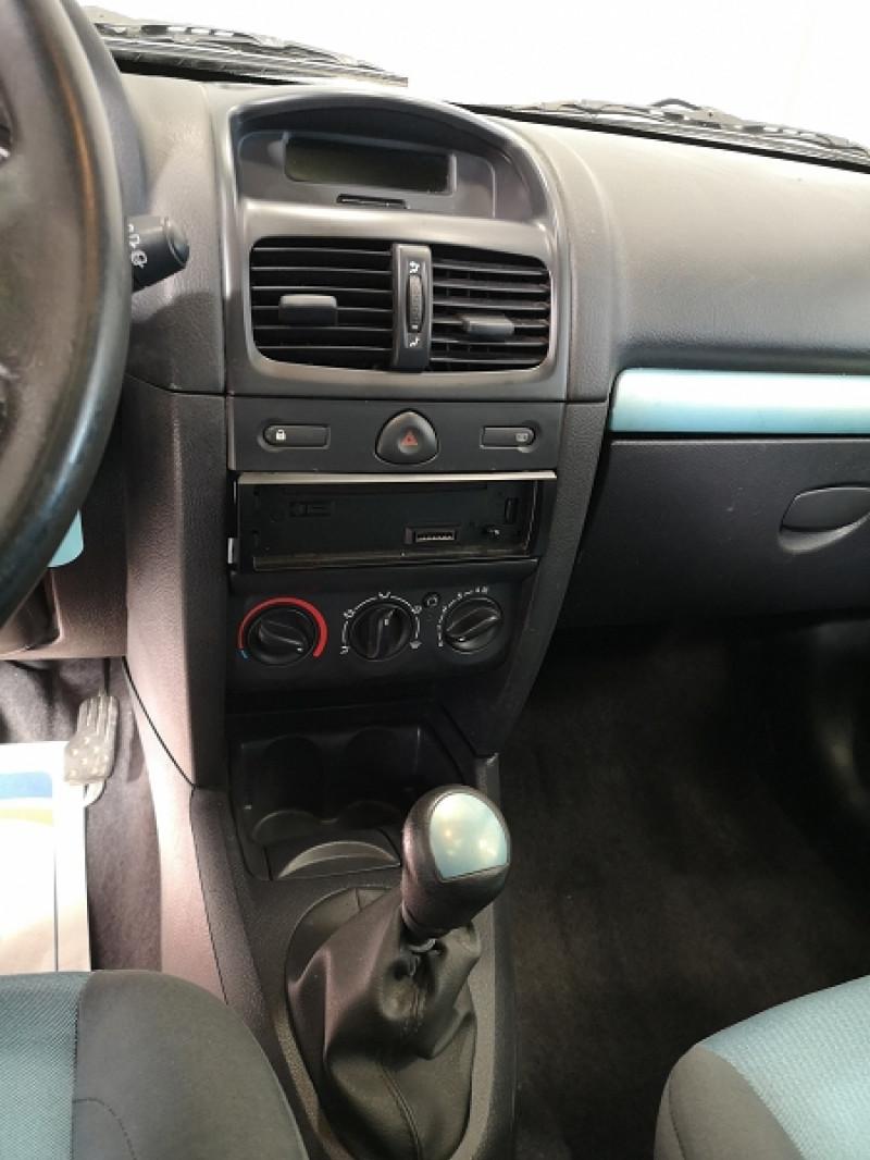 Photo 10 de l'offre de RENAULT CLIO II 1.2 16V 75CH AUTHENTIQUE 3P à 3490€ chez Auto VEC