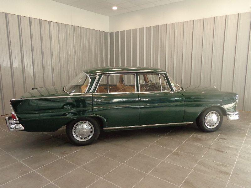 Photo 2 de l'offre de MERCEDES 220 SE à 22990€ chez Auto VEC