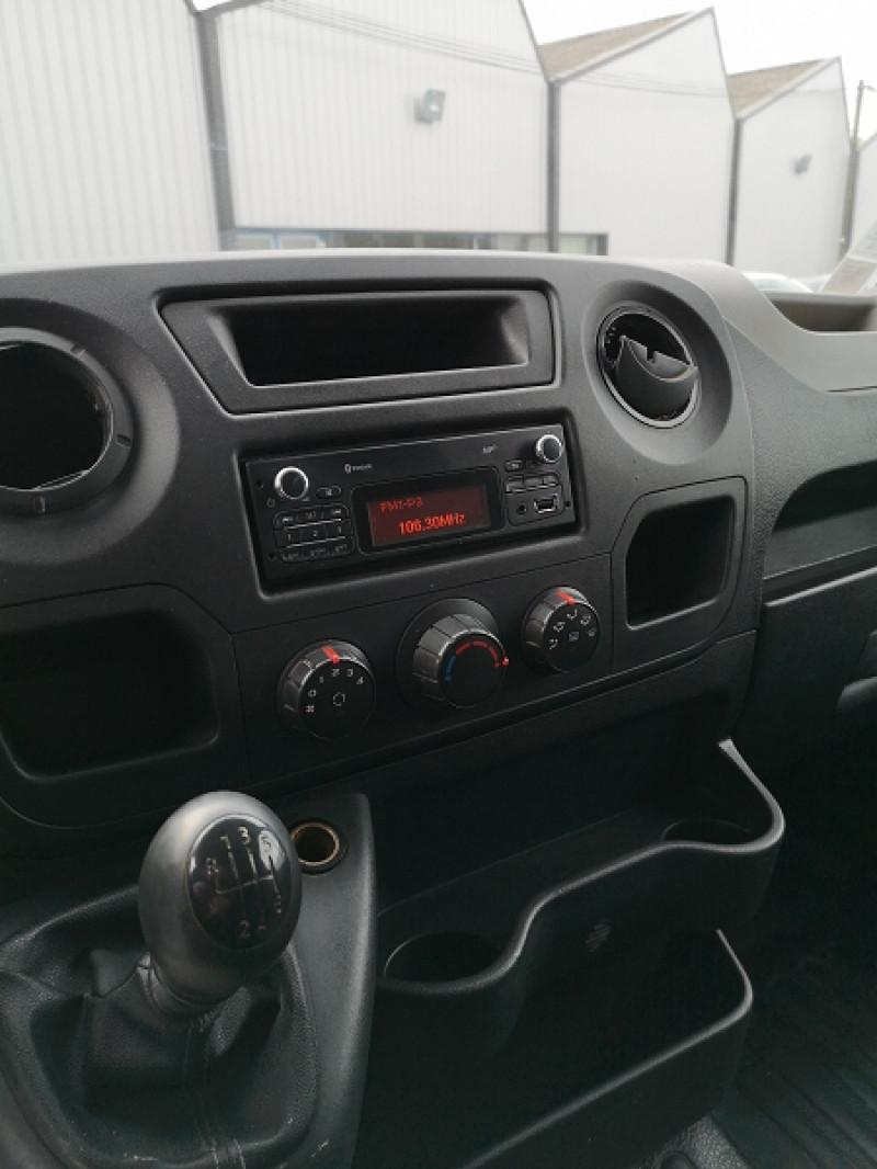 Photo 10 de l'offre de RENAULT MASTER III FG F3300 L2H2 2.3 DCI 100CH CONFORT à 10490€ chez Auto VEC