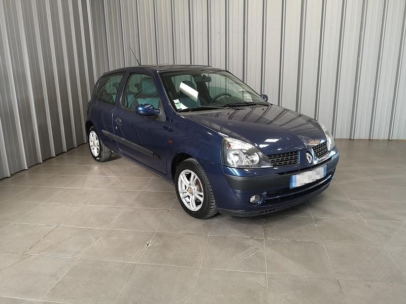Photo 2 de l'offre de RENAULT CLIO II 1.2 16V 75CH AUTHENTIQUE 3P à 3490€ chez Auto VEC