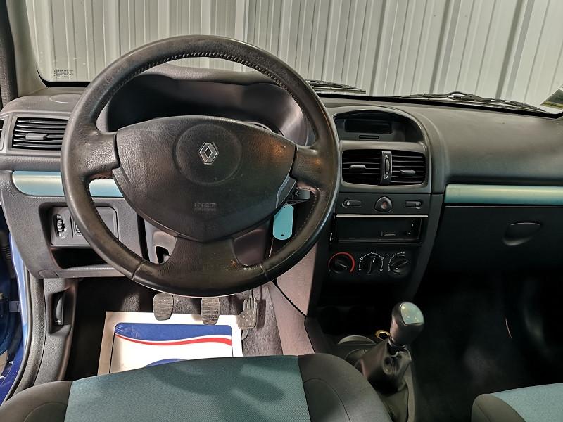 Photo 9 de l'offre de RENAULT CLIO II 1.2 16V 75CH AUTHENTIQUE 3P à 3490€ chez Auto VEC