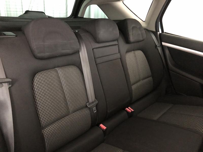 Photo 9 de l'offre de PEUGEOT 407 SW 2.2 HDI 16V PREMIUM FAP à 3990€ chez Auto VEC