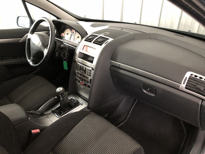 Photo 14 de l'offre de PEUGEOT 407 SW 2.2 HDI 16V PREMIUM FAP à 3990€ chez Auto VEC