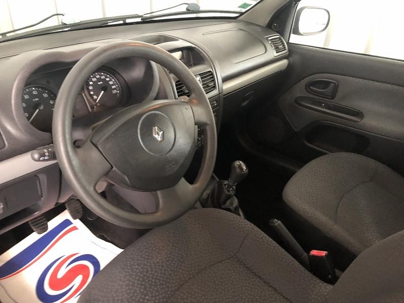 Photo 11 de l'offre de RENAULT CLIO II CAMPUS 1.2 60CH DYNAMIQUE 5P à 5490€ chez Auto VEC