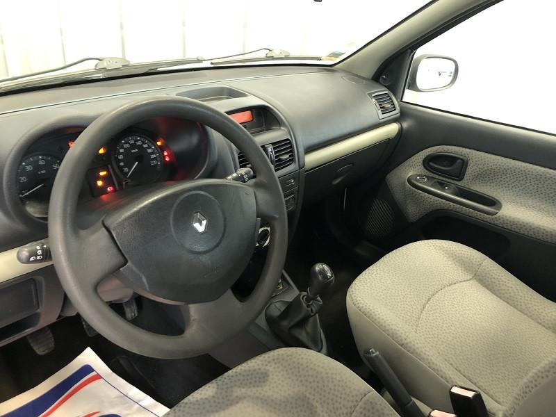Photo 9 de l'offre de RENAULT CLIO II 1.2 60CH CAMPUS 5P à 4490€ chez Auto VEC