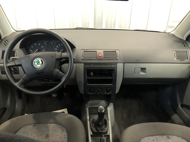Photo 8 de l'offre de SKODA FABIA 1.2 12V 65CH AMBIENTE 5P à 3490€ chez Auto VEC