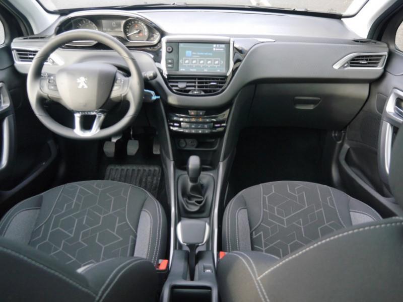 Photo 3 de l'offre de PEUGEOT 2008 1.2 PURETECH 82CH  E6.C ACTIVE S&S à 13900€ chez Automobiles 25