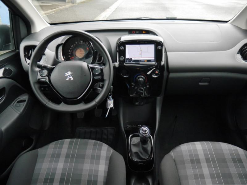 Photo 3 de l'offre de PEUGEOT 108 VTI 72 ALLURE S&S 5P à 10900€ chez Automobiles 25