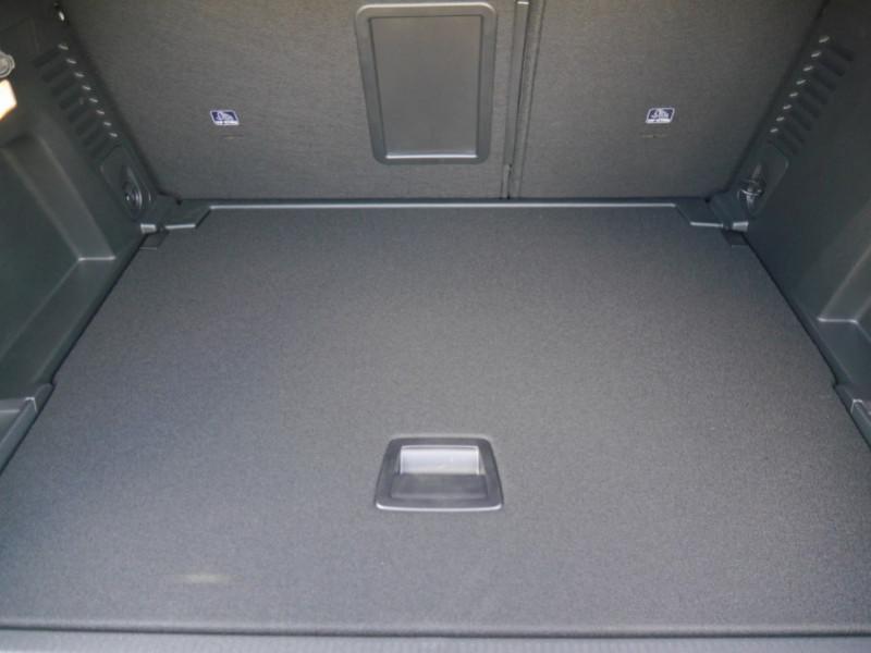 Photo 21 de l'offre de PEUGEOT 3008 1.5 BLUEHDI 130CH S&S GT EAT8 - 16 % à 37695€ chez Automobiles 25