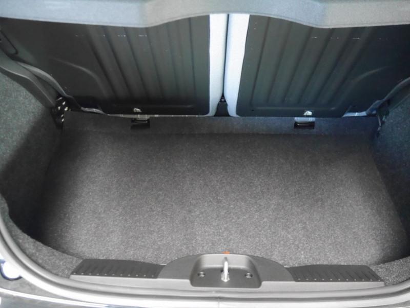 Photo 18 de l'offre de FIAT 500 1.2 8V 69CH ECO PACK  LOUNGE - 26 % à 12995€ chez Automobiles 25