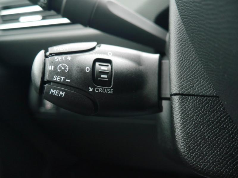 Photo 18 de l'offre de PEUGEOT 308 1.2 PURETECH 110CH S&S ACTIVE PACK -26% à 19995€ chez Automobiles 25