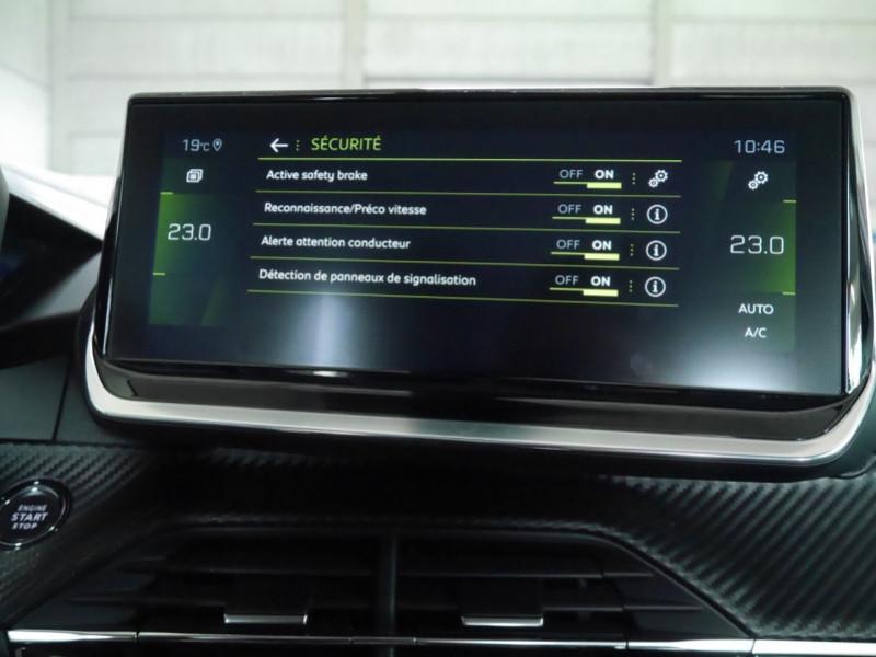 Photo 15 de l'offre de PEUGEOT 2008 1.2 PURETECH 100CH S&S ALLURE 5CV à 22900€ chez Automobiles 25