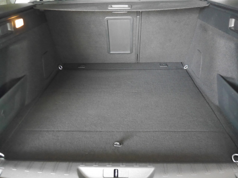 Photo 20 de l'offre de PEUGEOT 308 SW 1.2 PURETECH 130CH E6.C S&S ALLURE 6CV à 17900€ chez Automobiles 25