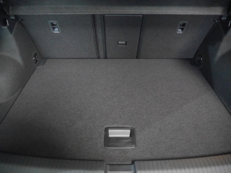 Photo 26 de l'offre de VOLKSWAGEN T-ROC 1.5 TSI EVO 150CH LOUNGE DSG7 S&S -7% à 34695€ chez Automobiles 25
