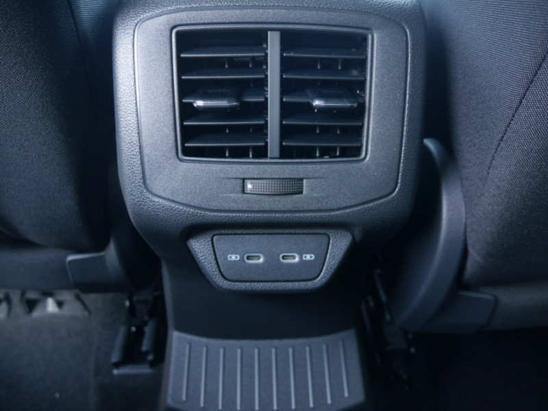 Photo 25 de l'offre de VOLKSWAGEN T-ROC 1.5 TSI EVO 150CH LOUNGE DSG7 S&S -7% à 34695€ chez Automobiles 25