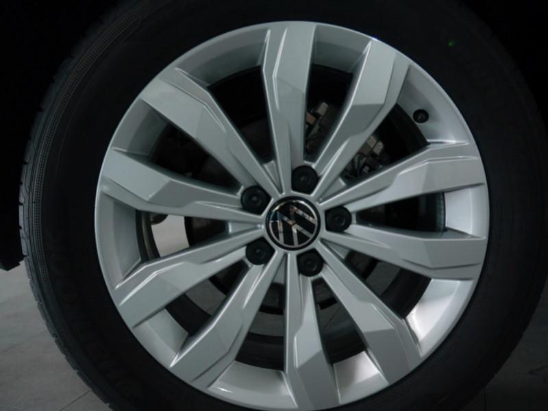 Photo 27 de l'offre de VOLKSWAGEN T-ROC 1.5 TSI EVO 150CH LOUNGE DSG7 S&S -7% à 34695€ chez Automobiles 25