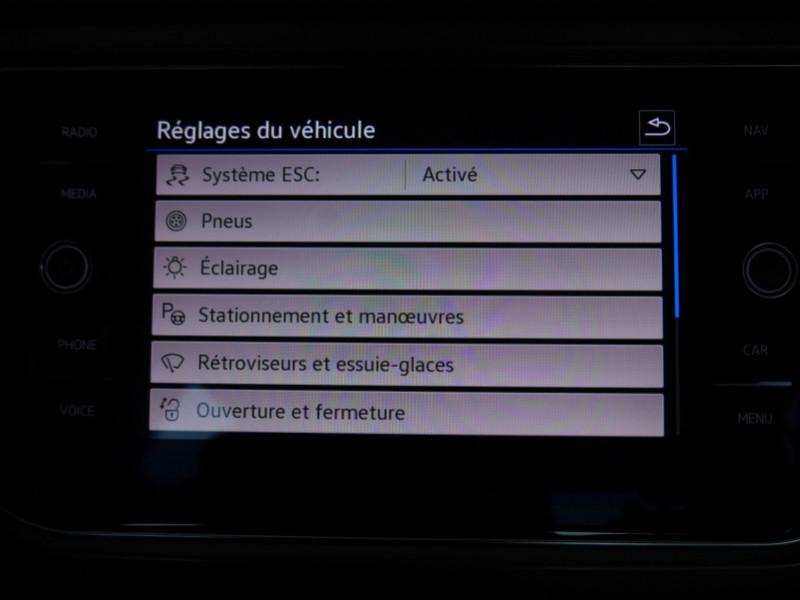 Photo 22 de l'offre de VOLKSWAGEN T-ROC 1.5 TSI EVO 150CH LOUNGE DSG7 S&S -7% à 34695€ chez Automobiles 25