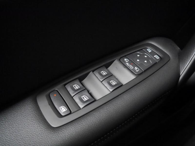 Photo 20 de l'offre de RENAULT MEGANE IV 1.3 TCE 140CH FAP INTENS EDC - 28 % à 23995€ chez Automobiles 25