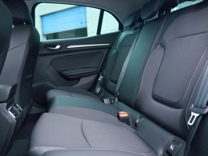 Photo 4 de l'offre de RENAULT MEGANE IV 1.3 TCE 140CH FAP INTENS EDC - 28 % à 23995€ chez Automobiles 25