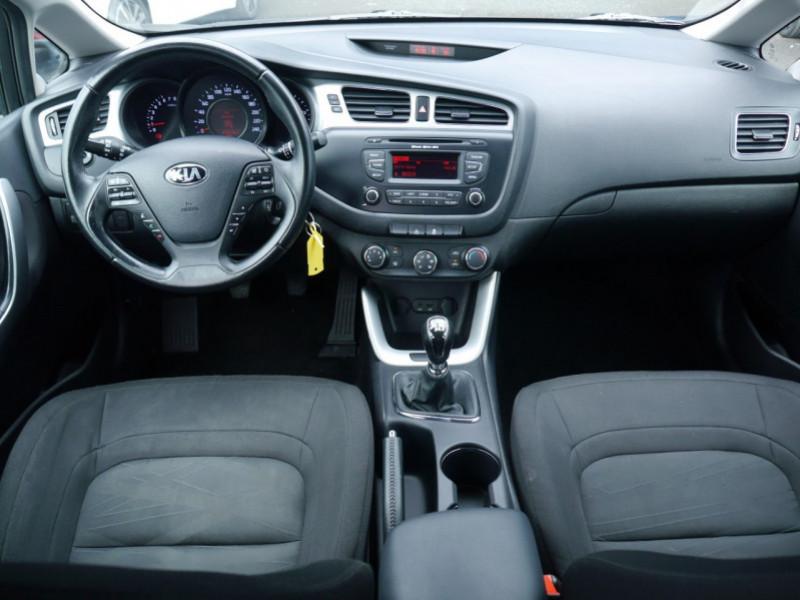 Photo 3 de l'offre de KIA CEE'D 1.4 100CH STYLE ISG à 8990€ chez Automobiles 25