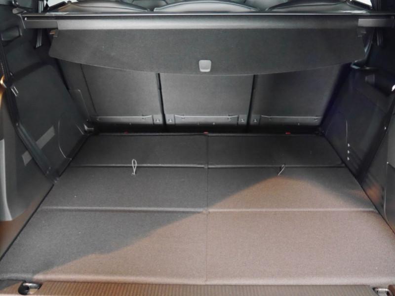 Photo 28 de l'offre de PEUGEOT 5008 2.0 BLUEHDI 180CH S&S GT PACK EAT8 - 9 % à 44995€ chez Automobiles 25