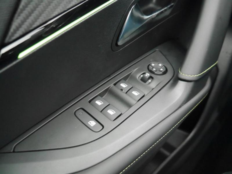 Photo 19 de l'offre de PEUGEOT 2008 1.5 BLUEHDI 130CH S&S GT EAT8 -6% à 32995€ chez Automobiles 25