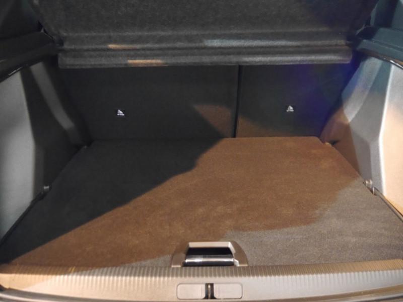 Photo 22 de l'offre de PEUGEOT 2008 1.5 BLUEHDI 130CH S&S GT EAT8 -6% à 32995€ chez Automobiles 25