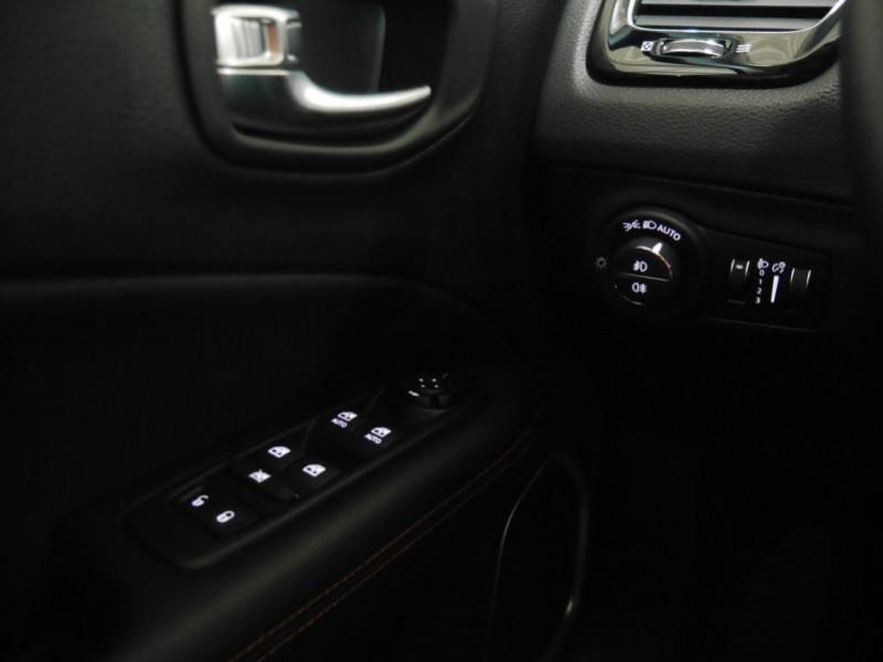 Photo 19 de l'offre de JEEP COMPASS 1.3 GSE T4 150CH LIMITED 4X2 BVR6 - 16 % à 32495€ chez Automobiles 25