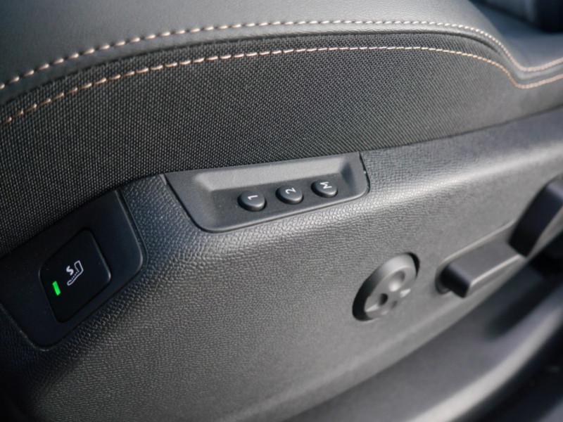 Photo 21 de l'offre de PEUGEOT 3008 HYBRID4 300CH GT E-EAT8 à 41590€ chez Automobiles 25