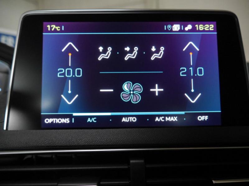 Photo 11 de l'offre de PEUGEOT 3008 HYBRID4 300CH GT E-EAT8 à 41590€ chez Automobiles 25