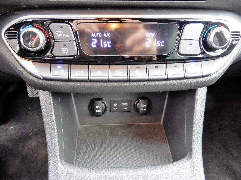Photo 12 de l'offre de HYUNDAI i30 1.0 T-GDi 120ch Edition Mondial à 12990€ chez Garage Bazin