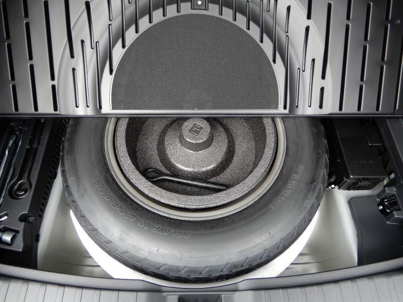 Photo 27 de l'offre de SUZUKI Across 2.5 Hybride Rechargeable à 44800€ chez Garage Bazin