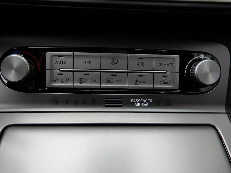 Photo 12 de l'offre de HYUNDAI Kona Electric 136ch Intuitive Euro6d-T EVAP 2cv à 22250€ chez Garage Bazin