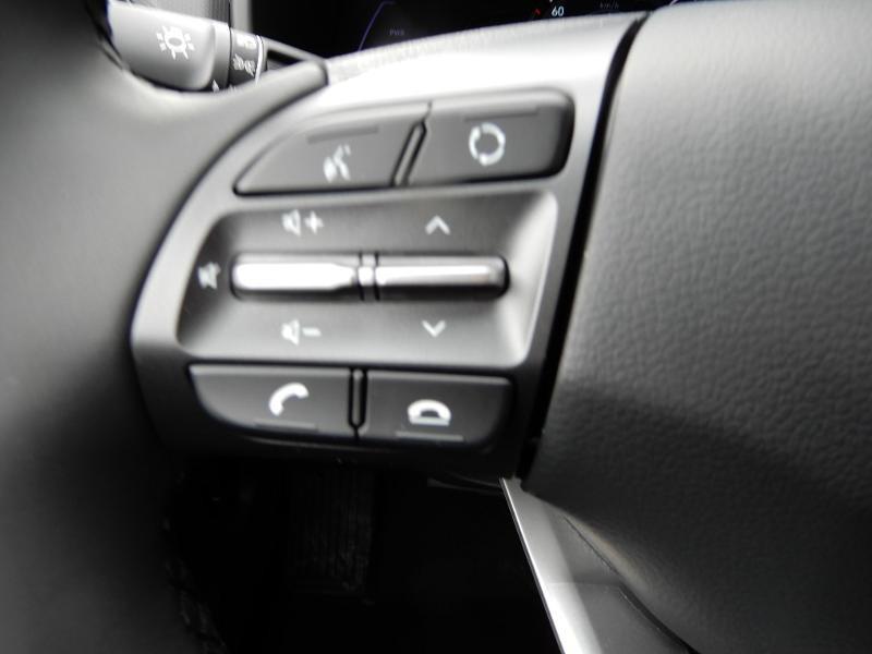 Photo 8 de l'offre de HYUNDAI Kona Electric 136ch Intuitive Euro6d-T EVAP 2cv à 22250€ chez Garage Bazin