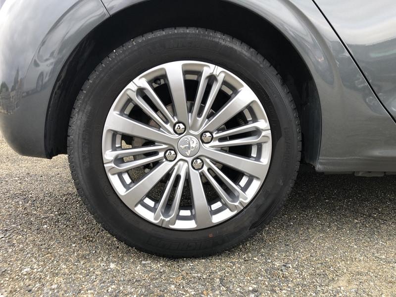 Photo 10 de l'offre de PEUGEOT 208 1.6 BLUEHDI 100CH ALLURE 5P à 13990€ chez BCP Automobiles