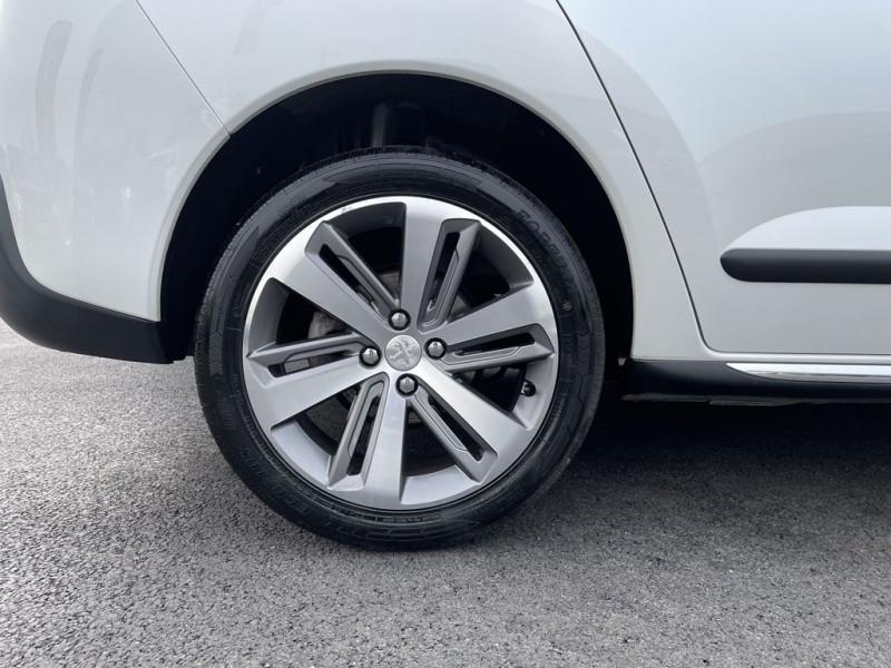 Photo 12 de l'offre de PEUGEOT 3008 1.6 HDI115 FAP ALLURE à 10990€ chez BCP Automobiles