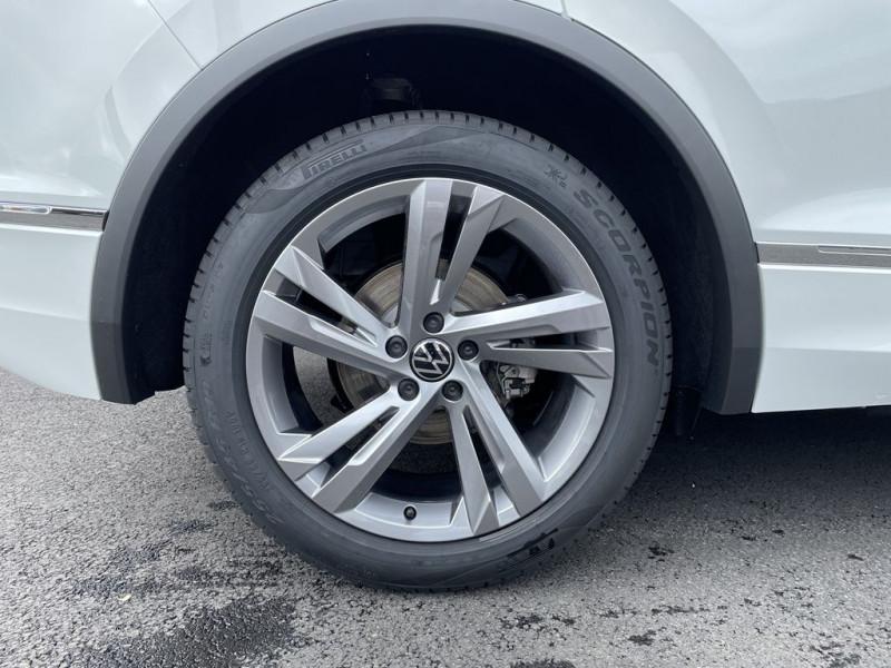 Photo 13 de l'offre de VOLKSWAGEN TIGUAN 2.0 TDI 150CH R-LINE DSG7 à 42990€ chez BCP Automobiles