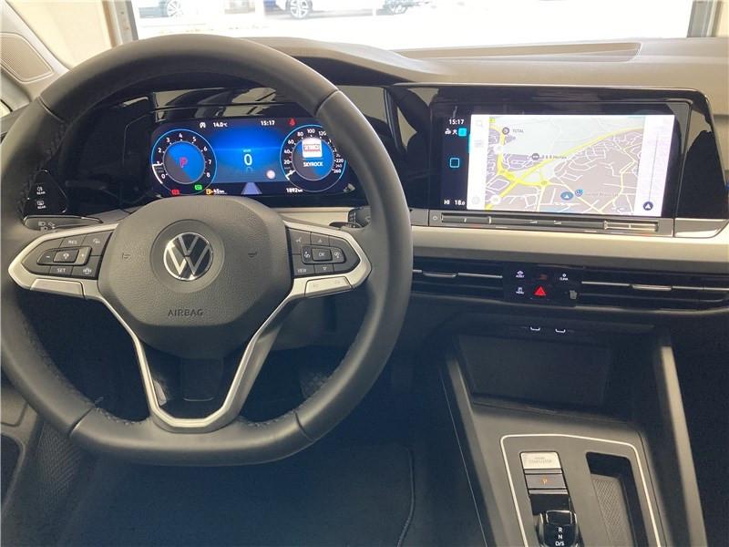 Photo 5 de l'offre de VOLKSWAGEN GOLF 1.0 ETSI OPF 110 DSG7 à 26300€ chez Garage Beyou- Volkswagen Morlaix